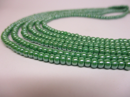 Czech Seed Beads 8/0 Pearl Green 3str x +/-20cm