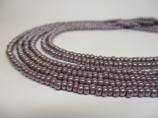 Czech Seed Beads 8/0 Pearl Lt Purple 3str x +/-20cm