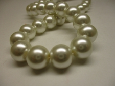 GLASS PEARLS 12MM CREAM