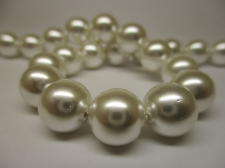 Shell Pearl 10mm +/-38pcs